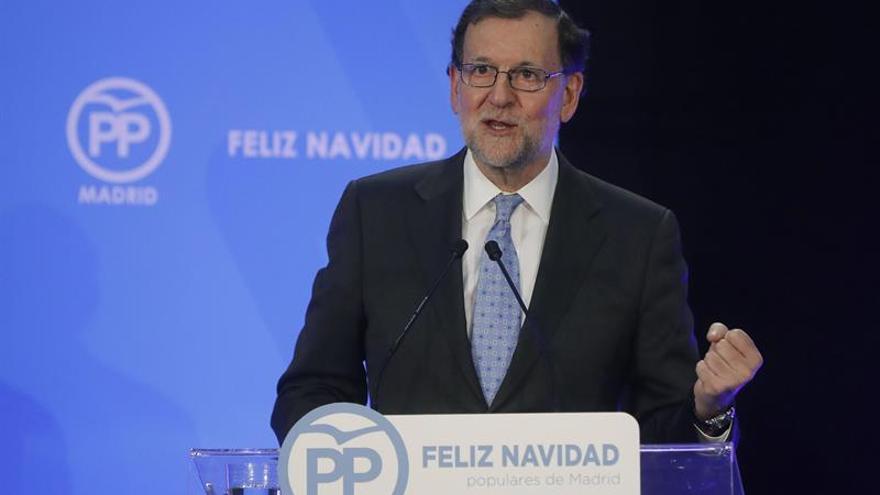 Rajoy exalta la bandera como fusión de todas las formas de sentirse español