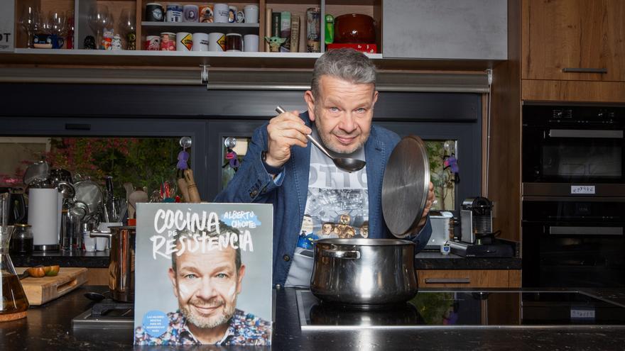 """Chicote presenta """"Cocina de resistencia"""", libro de recetas y anécdotas"""