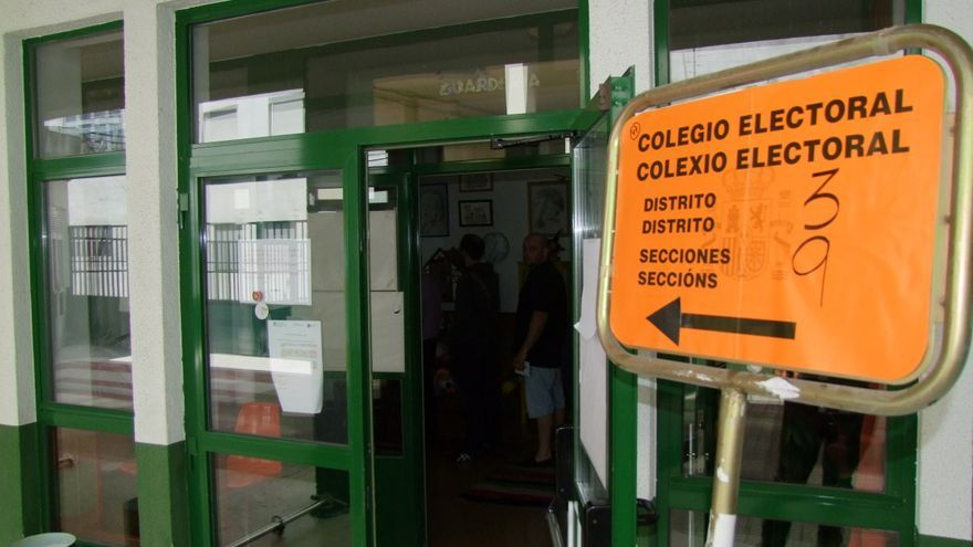 Un colegio electoral en Lugo