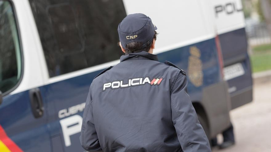 La Policía detuvo a un varón minutos después de auxiliar a una mujer agredida sexualmente en plena calle en Retiro