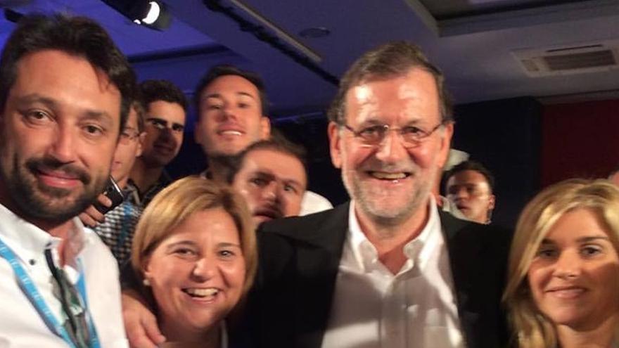Isabel Bonig en el acto del PP catalán junto a Mariano Rajoy