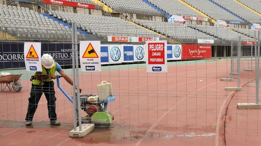 Inicio de las obras para acercar las gradas del Estadio de Gran Canaria al terreno de juego.