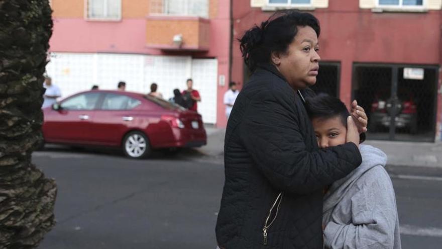 Alerta sísmica despierta temor entre familiares de atrapados por derrumbes