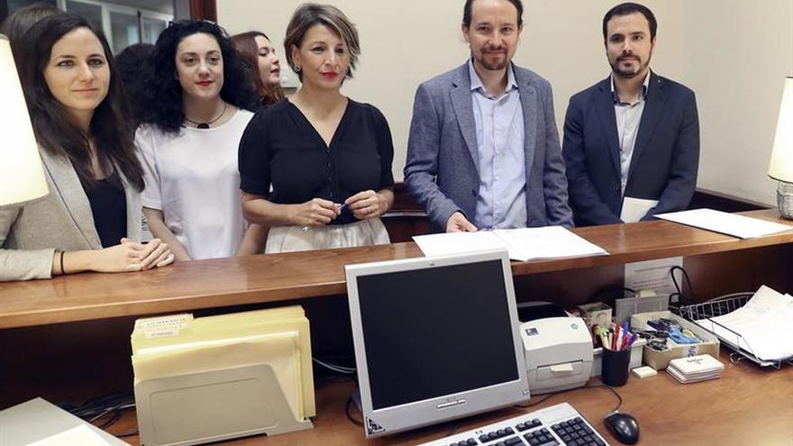 Unidos Podemos registra en el Congreso su proposición de ley de igualdad retributiva.