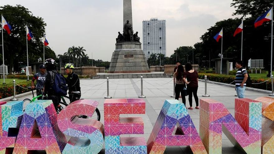 Los líderes de Birmania y Camboya llegan a Manila para la cumbre de la ASEAN