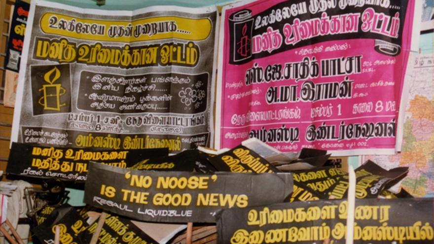 Carteles de Amnistía Internacional contra la pena de muerte en India. Copy: AI