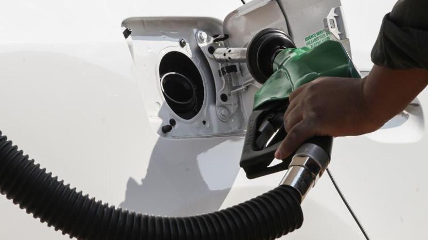 Los precios de los carburantes dan un leve respiro durante puente de agosto