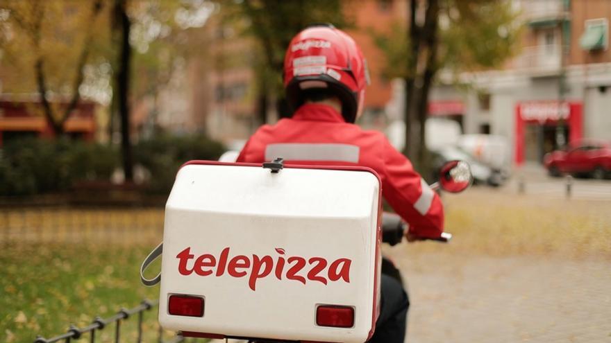 Un repartidor de Telepizza en una imagen de archivo.
