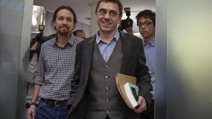 """Errejón acusa a Rajoy de vivir en """"país de las maravillas"""""""