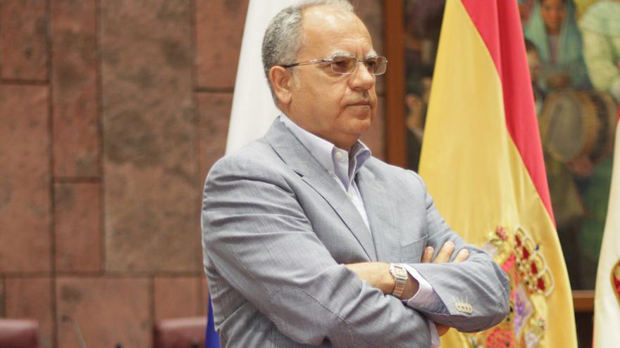 Resultado de imagen de casimiro curbelo presidente del cabildo