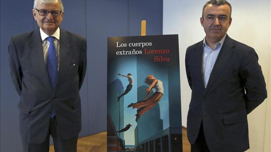 Lorenzo Silva cree que los ciudadanos necesitan un paladín frente a la corrupción