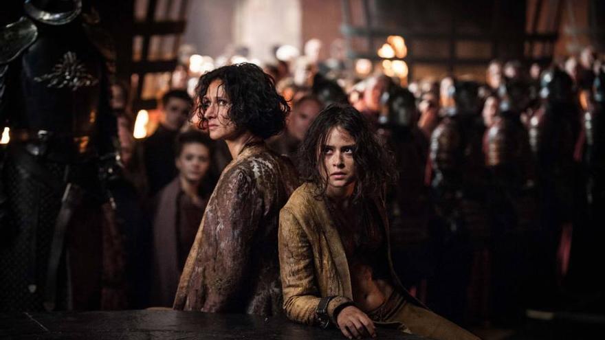 Ellaria Arena y su hija frente a Cersei