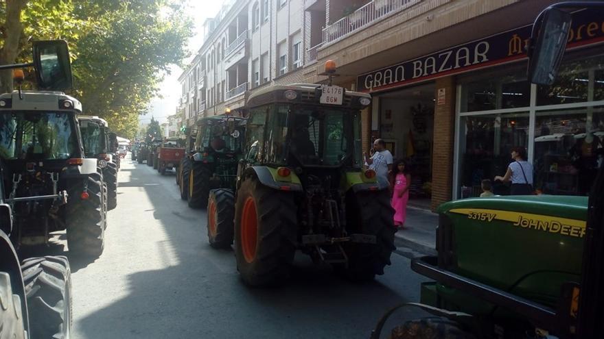 Imagen de la tractorada de los viticultores de Requena