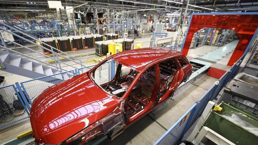 La producción industrial crece un 0,9 % en la eurozona en enero y un 0,5 por ciento en UE