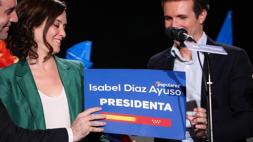 La candidata del PP a la Presidencia de la Comunidad, Isabel Díaz Ayuso, y el presidente del Partido Popular, Pablo Casado, tras los buenos resultados obtenidos por su partido en las elecciones municipales.