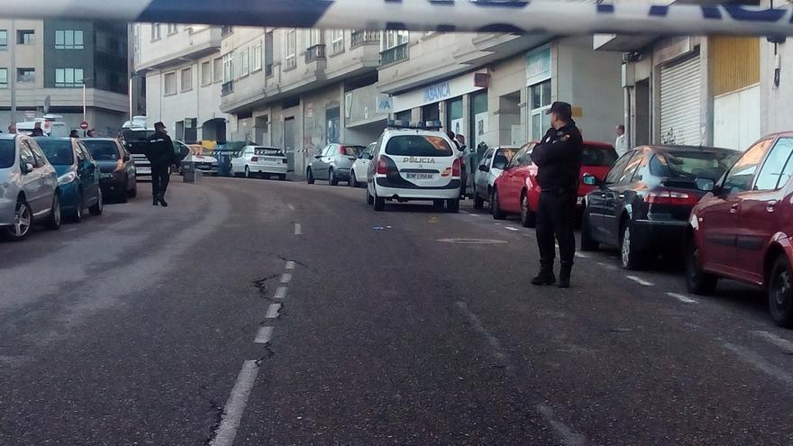 El agente abatido tras un tiroteo en un atraco a un banco de Vigo recibió cinco disparos y continúa crítico pero estable