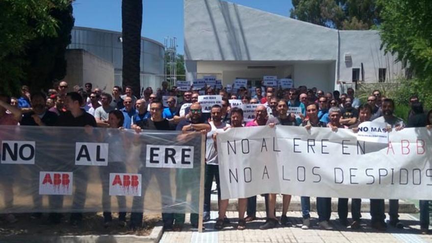 Protesta sindical contra los despidos en ABB.