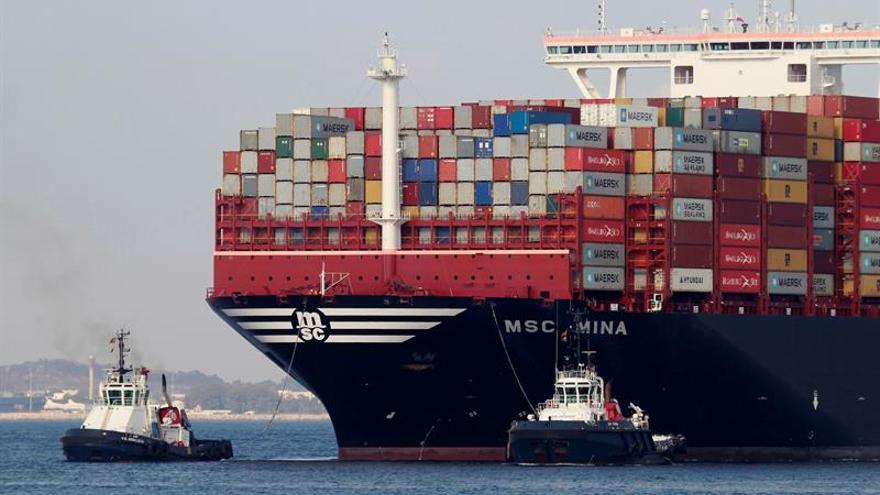 El puerto de Algeciras (Cádiz), el más importante de España, ha detenido totalmente su actividad de estiba y desestiba durante un turno ante la ausencia a sus puestos de la totalidad de su plantilla, según ha informado el Centro Portuario de Empleo (CPE) Bahía de Algeciras.