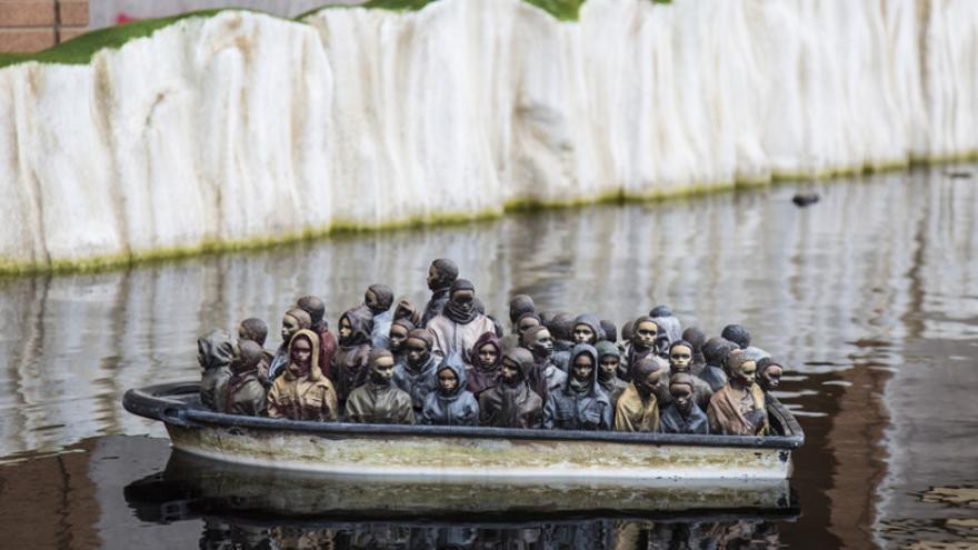 """La figura """"Dream Boat"""" en Dismaland"""