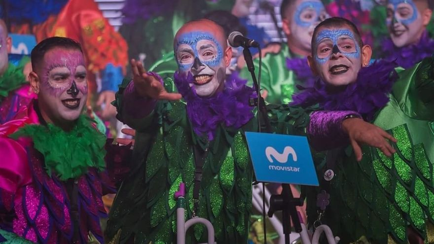 Murga en un concurso del Carnaval santacrucero