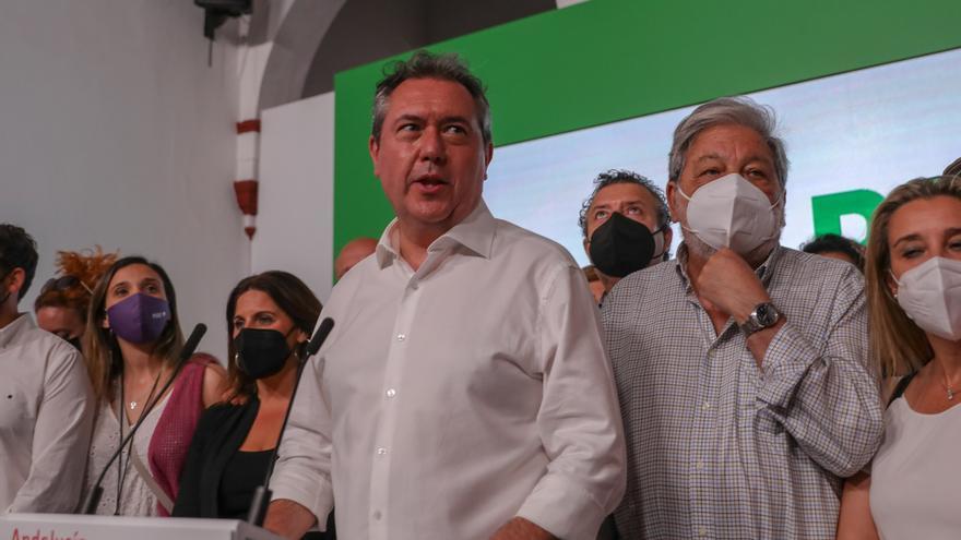 Juan Espadas celebra su triunfo en las primarias en la sede del PSOE andaluz en San Vicente.