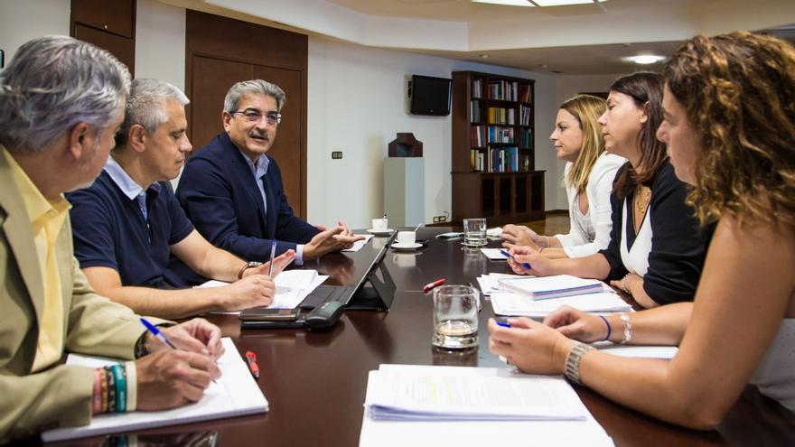 Reunión entre la Consejería de Hacienda y la de Servicios Sociales.
