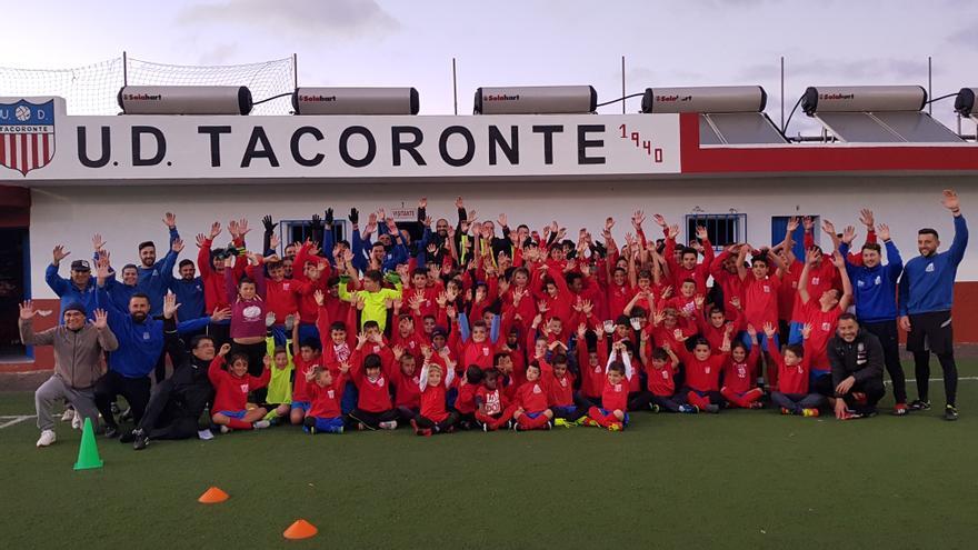 Jugadores y jugadoras de la UD Tacoronte que conocieron el proyecto +Base.