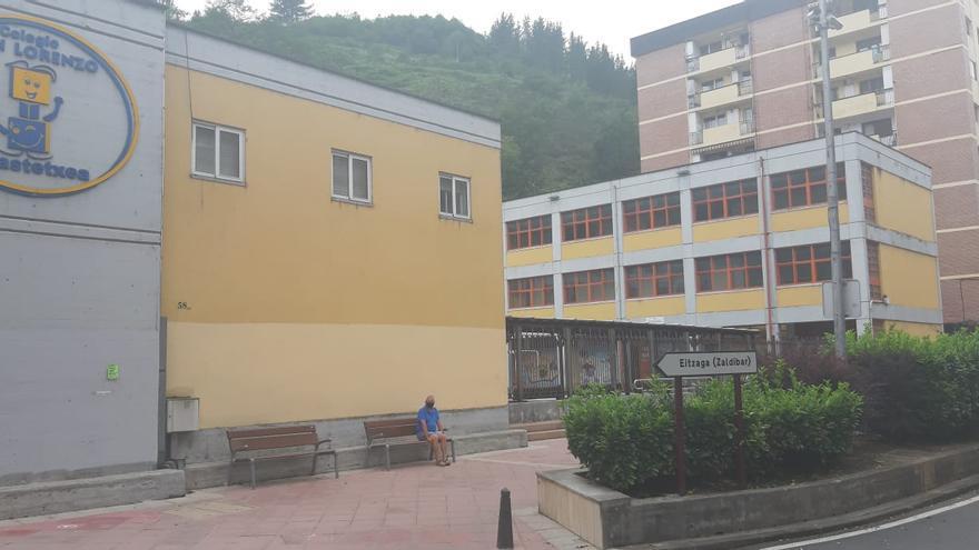 Colegio San Lorenzo, el más cercano al vertedero este domingo se ha convertido en mesa electoral