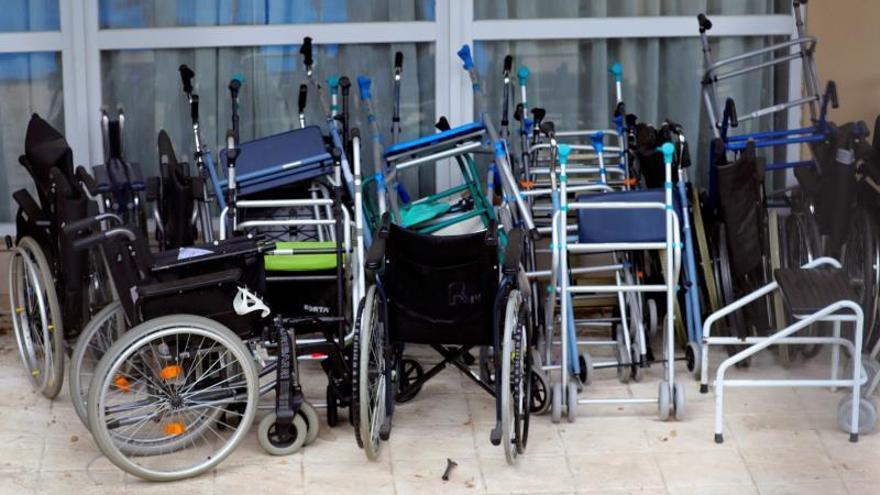 Sillas de ruedas y andadores apilados este miércoles en la residencia Vitalia en Leganés.