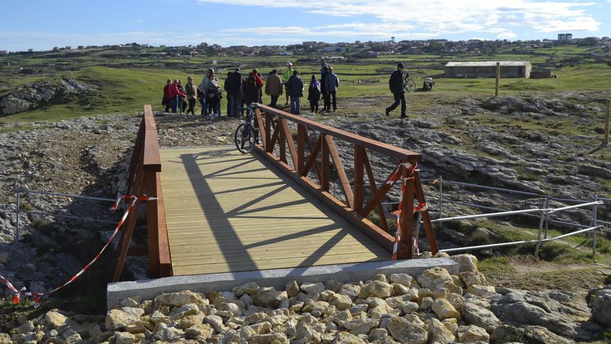 La Asamblea rechaza la construcción de pasarelas hormigonadas en la senda natural.