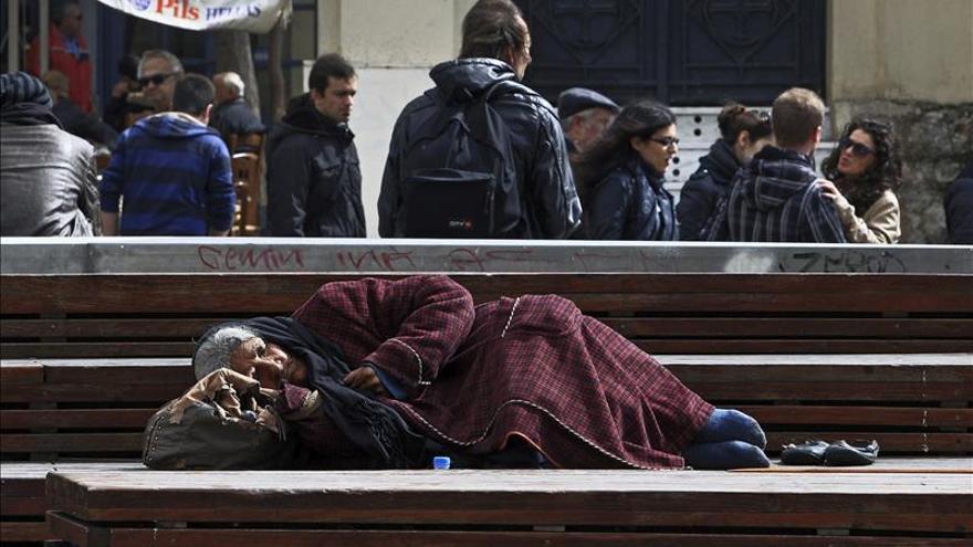 Grecia y España, países de la UE donde más subió la tasa de pobreza en seis años