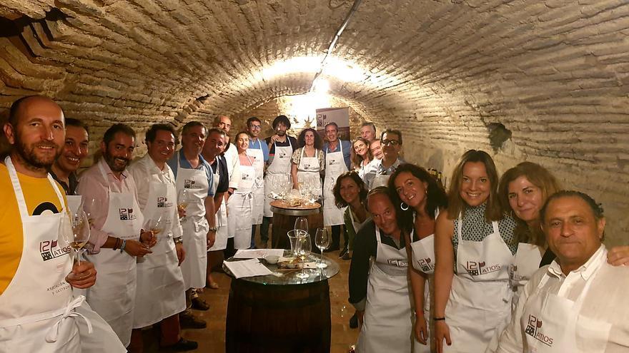 Miembros de la Asociación Cata y Gastronomía '12 patios'