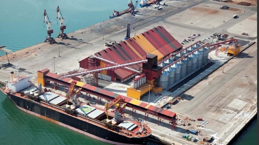 El Puerto de Santander ha movido esta semana más de 224.200 toneladas y más de 9.900 vehículos