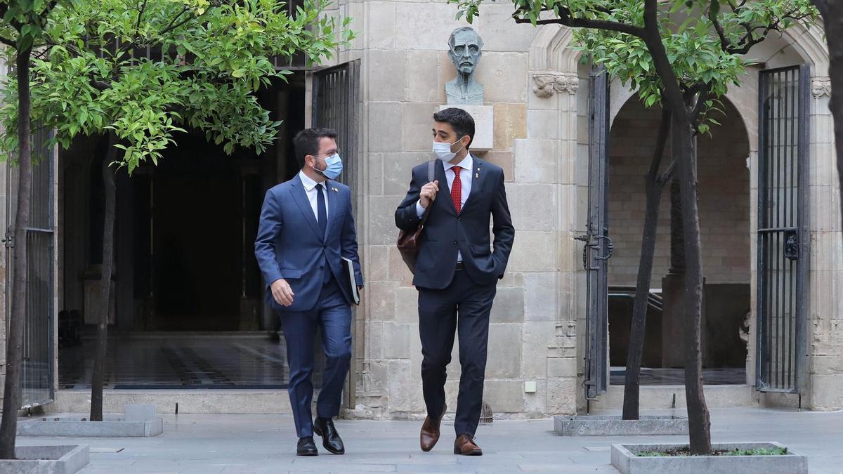 El president pere Aragonès y el vicepresident Jordi Puigneró han entrado juntos a la reunión semanal del Govern