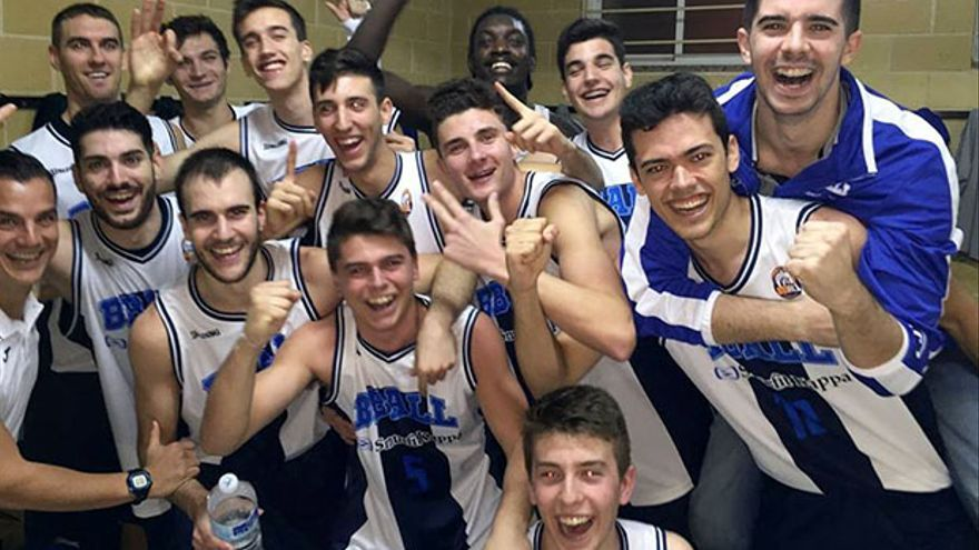 Jugadores del Bball Córdoba celebran una victoria esta temporada.