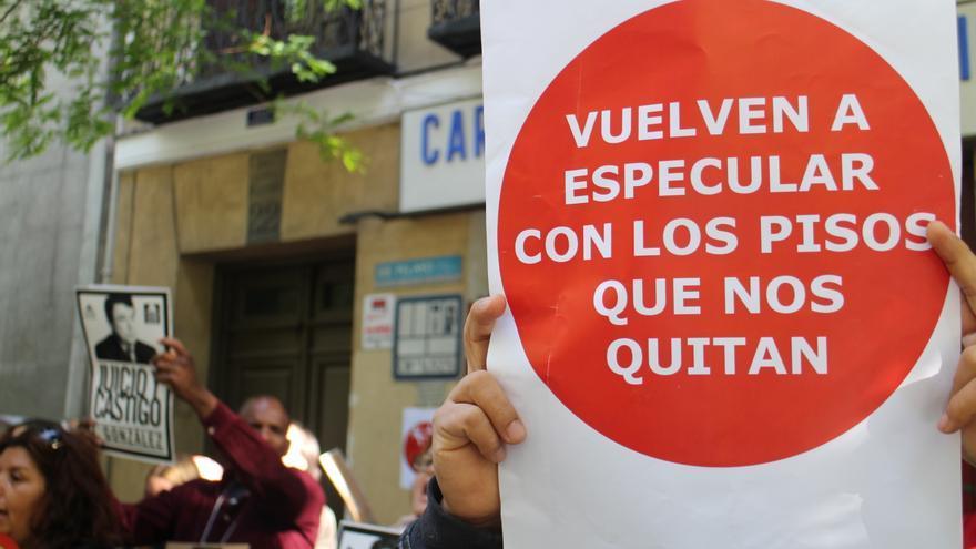 Protesta de la PAH frente a las antiguas oficinas de Rodrigo Rato (22 de mayo). \ S.P.