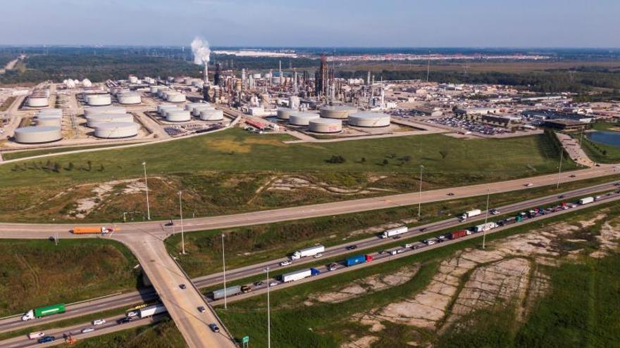 El petróleo de Texas cae un 2,5 % arrastrado por el coronavirus
