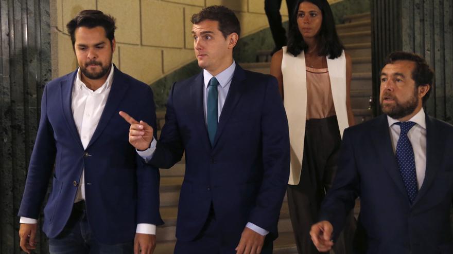 El líder de Ciudadanos, Albert Rivera, junto al secretario de Comunicación, Fernando de Páramo y el dimitido Miguel Ángel Gutiérrez.