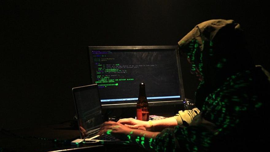 Detienen a un hombre en Salamanca que contrató a un hacker para entrar al móvil y a las redes sociales de su expareja
