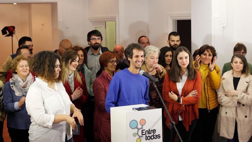 Bruzos y otros miembros de la candidatura 'Entre todas', que aglutinó al sector crítico