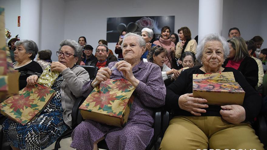 Los Reyes Magos visitan la Asociación 'San Rafael' de Alzheimer y otras Demencias de Córdoba |MADERO CUBERO
