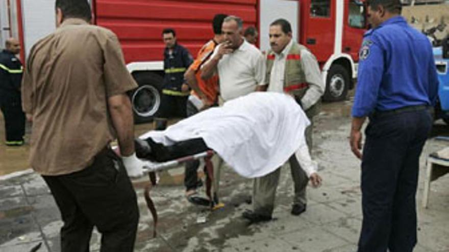 Dos atentados suicidas con coche bomba dejan 132 muertos en Bagdad