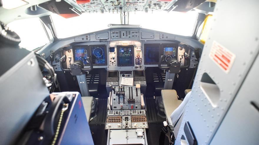 Cabina del nuevo avión ATR72-600 de Binter.