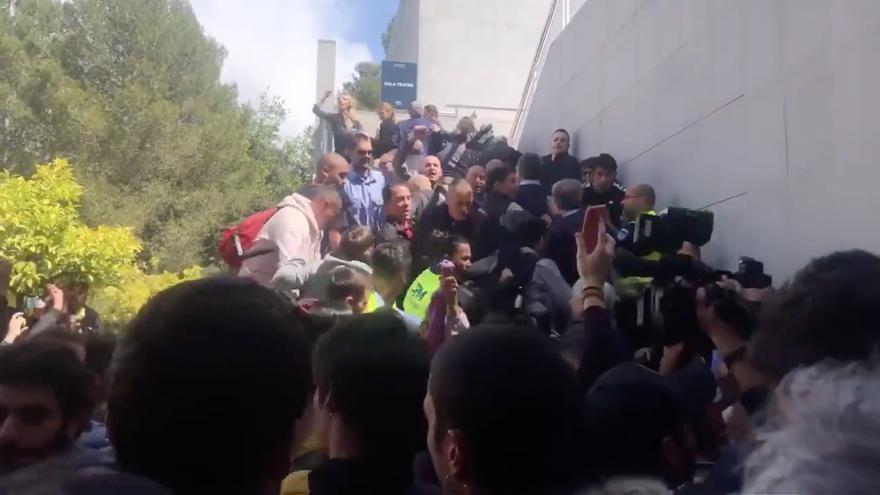 Álvarez de Toledo se dirige a los estudiantes tras sortear el boicot en la UAB