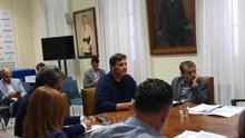 José Ángel Martín, junto al concejal Ramón Trujillo, este jueves en la Comisión de Control