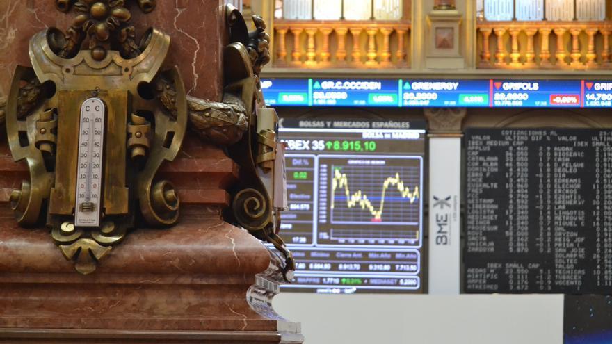 La Bolsa española abre con una caída del 0,28 % y pierde los 8.900 puntos