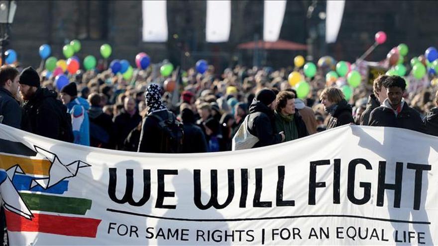 Miles de manifestantes exigen en Alemania mejoras para los refugiados