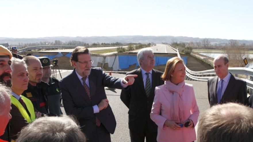 El presidente charló con algunos trabajadores en el punto donde se derrumbó la ARA A-1