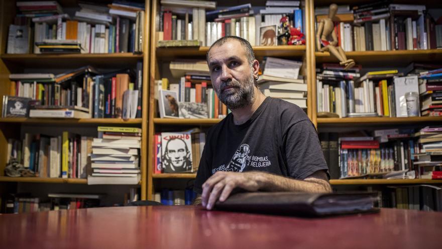 Rubén fue detenido en Burgos en 2014 durante una protesta. Hoy no ve grandes mejoras en cuanto a derechos y libertades / OLMO CALVO