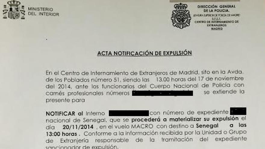 Notificación de expulsión de uno de los internos del CIE de Aluche a la que ha tenido acceso eldiario.es